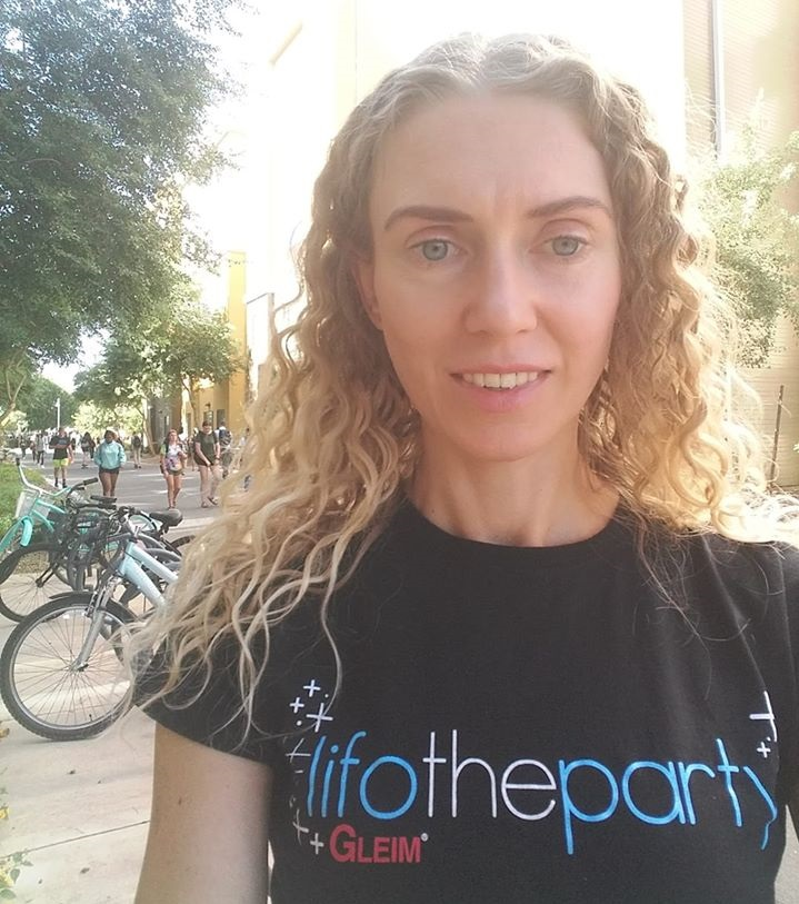 Lauren Edge on GCU campus wearing her #Lifo the party Gleim shirt